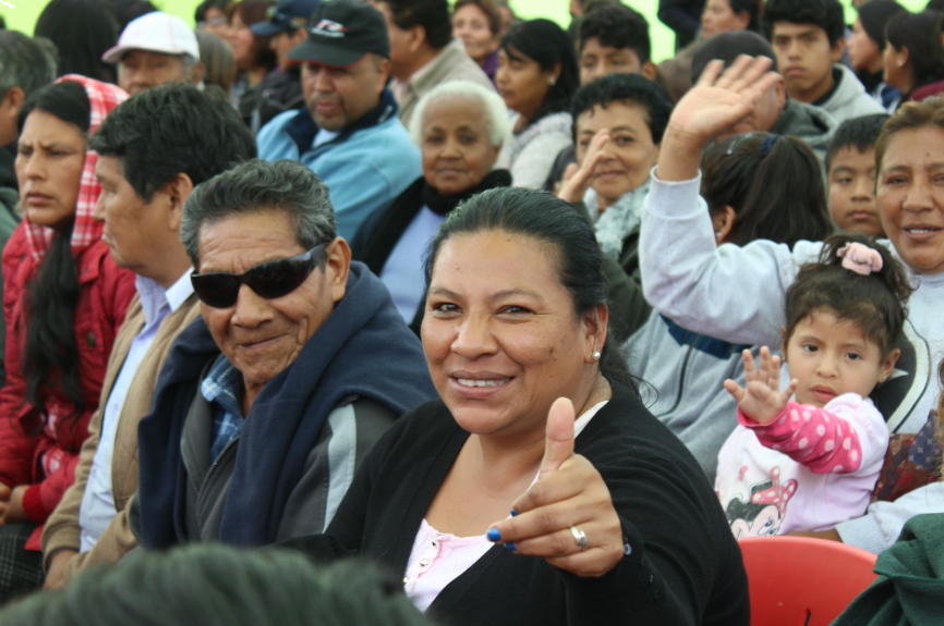 Peruvian patients are waiting to see the IRIS Mundial volunteers